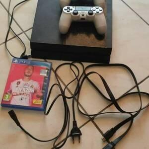 Nabeul-informatique_et_multimedia-A-vendre-playstation-4-m3aha-2-manettes-originale