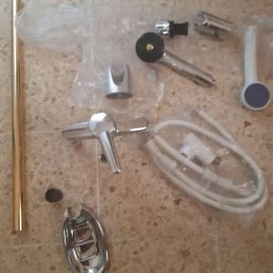 Ben-Arous-materiaux_et_equipement-accessoires-douche-avec-robinet