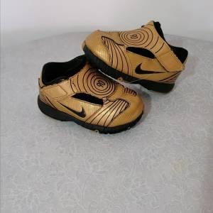 Tunis-bebe_et_enfant-Nike-pointure-21