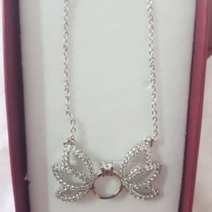 Ariana-mode_et_beaute-serie-plaque-or