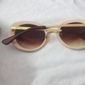 Ariana-mode_et_beaute-lunette-prada