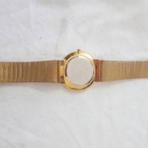 Ariana-mode_et_beaute-montre-emporio-Armani-gold