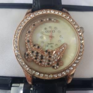 Ariana-mode_et_beaute-montre-Gucci