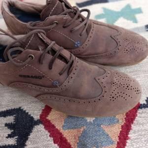Tunis-mode_et_beaute-chaussures-hommes-bonne-occasion-pointure-4243