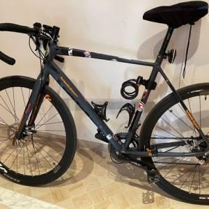 Tunis-vehicules_et_pieces-GRAVEL-BIKE-CYCLO-TOURISME-VEKTOR-TAILLE-LXL