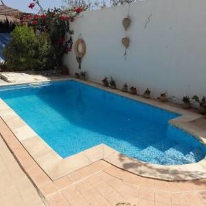 Medenine-immobilier-location-villa-meublée-avec-piscine-Djerba-Midoun